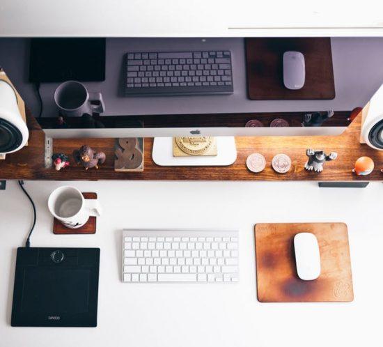 Desk habits Pomegranite