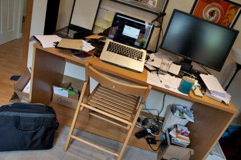 ditch the clutter Pomegranite desk habits